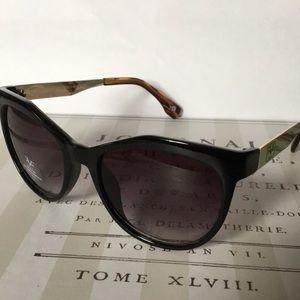 1c91bef1bf V19•69 ITALIA Accessories - V19•69 ITALIA VW103 Sunglasses